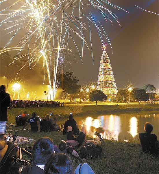 Na zona sul paulistana, parque Ibirapuera exibe sua famosa decoração natalina