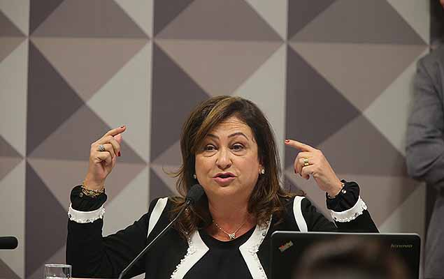 A ministra da Agricultura Kátia Abreu faz a defesa da presidente Dilma Rousseff na Comissão do Impeachment no Senado.