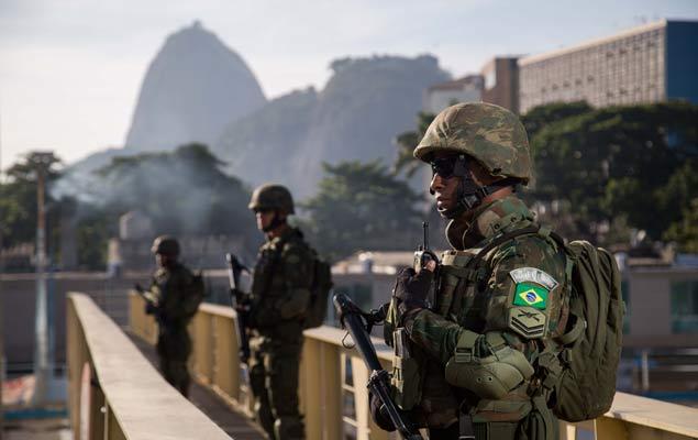Militares das Forças Armadas fazem exercícios de preparação para a Olimpíada Rio 2016