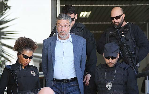 O ex-ministro Antonio Palocci, preso na 35ª fase da Operação Lava Jato, deixa IML em Curitiba após realizar exame de corpo de delito