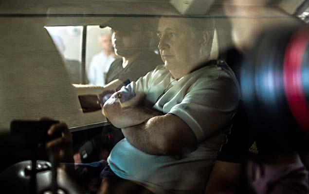 O ex-governador do Rio de Janeiro Anthony Garotinho é levado à sede da Polícia Federal após ser preso na manhã desta quarta-feira