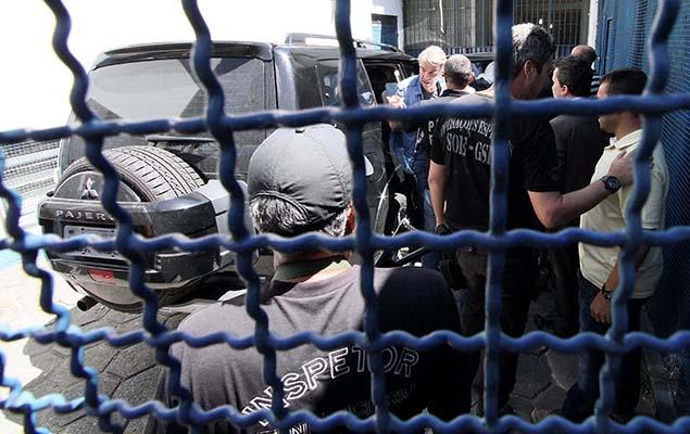O empresário Eike Batista, preso na Operação Lava Jato, chega ao presídio Ary Franco, na zona norte do Rio, nesta segunda-feira