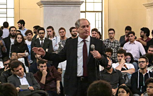 O ex-ministro Ciro Gomes (PDT) durante encontro com estudantes no evento Roda Viva, organizado pelo Centro Acadêmico XI de Agosto, no Pátio das Arcadas da Faculdade de Direito da Universidade de São Paulo