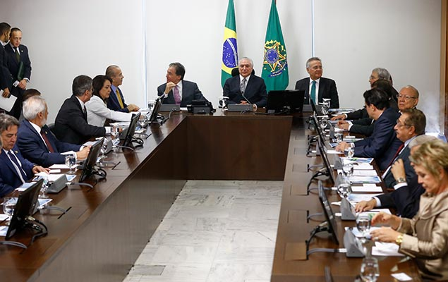 O presidente Michel Temer se reúne com senadores do PMDB no Palácio do Planalto, em Brasília, nesta terça