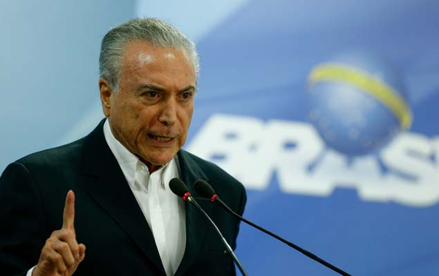 Temer durante pronunciamento no Palácio do Planalto; presidente diz, em vídeo, que país não vai parar