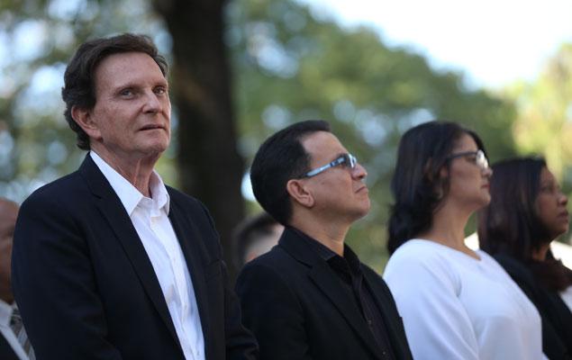 Marcelo Crivella participa de culto do bispo Edir Macedo no Rio
