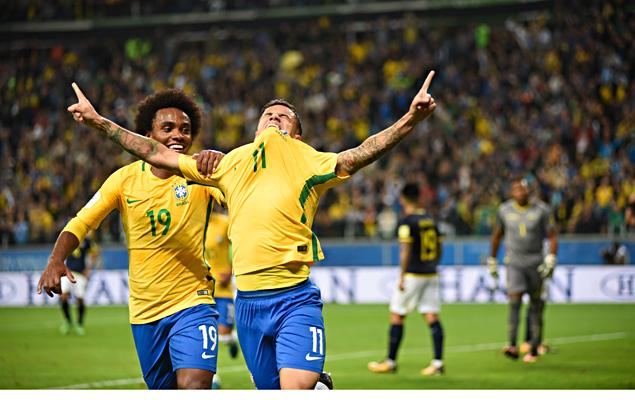 Gol de Philippe Coutinho - Partida entre Brasil e Equador, válida pela 15ª rodada das Eliminatórias Sul-americanas da Copa do Mundo 2018 (Rússia)