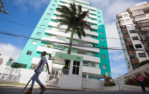 Fachado do prédio onde policias encontraram malas e caixas de dinheiro que, segundo a investigação, é usado por Geddel, em Salvador