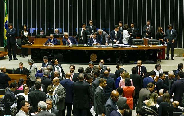 Plenário da Câmara dos Deputados, em Brasília, durante votação de proposta de reforma política, nesta quarta