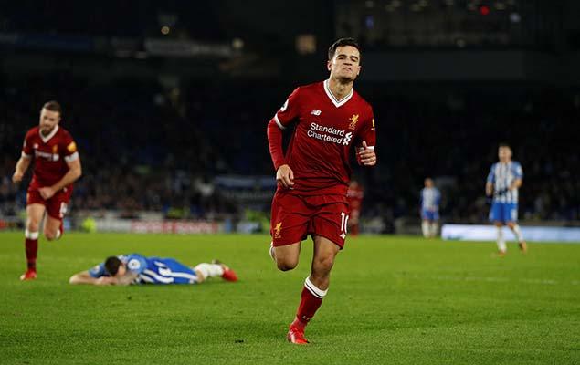Atacante Philippe Coutinho, do Liverpool, comemora um de seus dois gols marcados na vitória sobre o Brighton, por 5 a 1, pelo Inglês