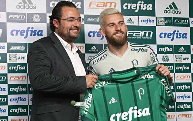 O meia Lucas Lima é apresentado no Palmeiras, na tarde desta quarta-feira (03), na Academia de Futebol, na Barra Funda, na zona oeste de São Paulo (SP).