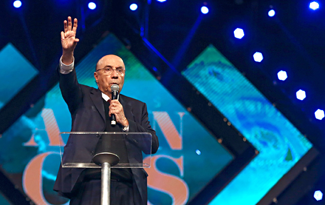 O ministro da Fazenda, Henrique Meirelles, em evento da igreja evangélica Sara Nossa Terra