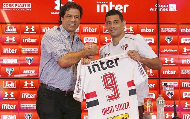 Diego Souza, meia-atacante que estava no Sport, é apresentado pela diretoria do São Paulo como novo reforço para temporada de 2018