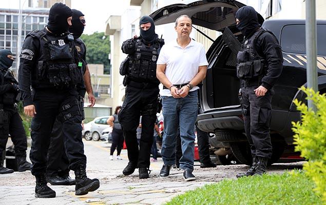 Ex-governador do Rio Sérgio Cabral, que foi transferido do presídio de Benfica, chega ao IML de Curitiba (PR) para exame de corpo de delito