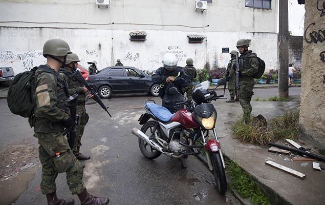 Fuerzas Armadas realizan una operación en la Villa Kennedy, en la zona oeste de Río
