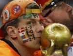 O holandês pintou todos os resultados da sua seleção na Copa no rosto