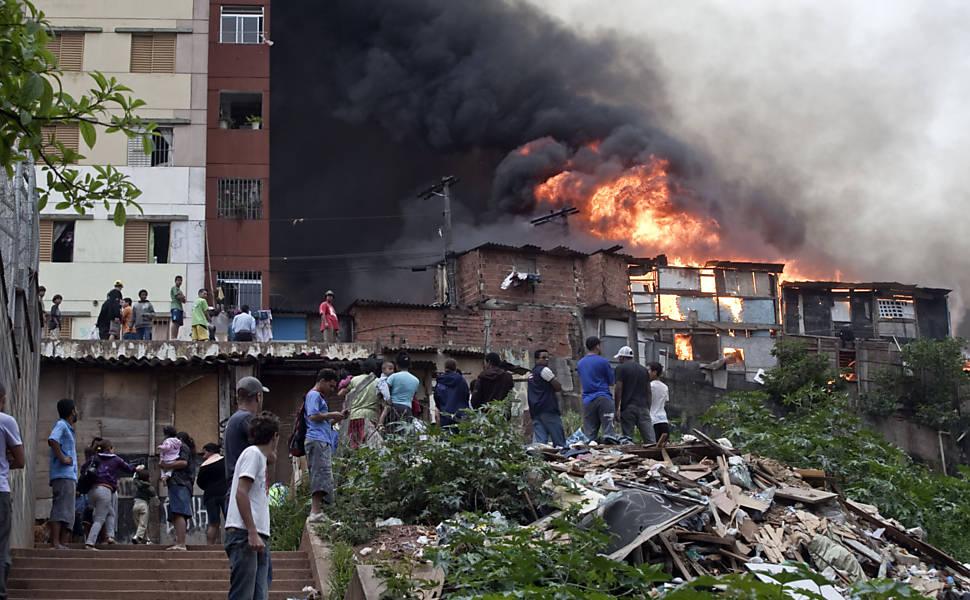Incêndio em favela