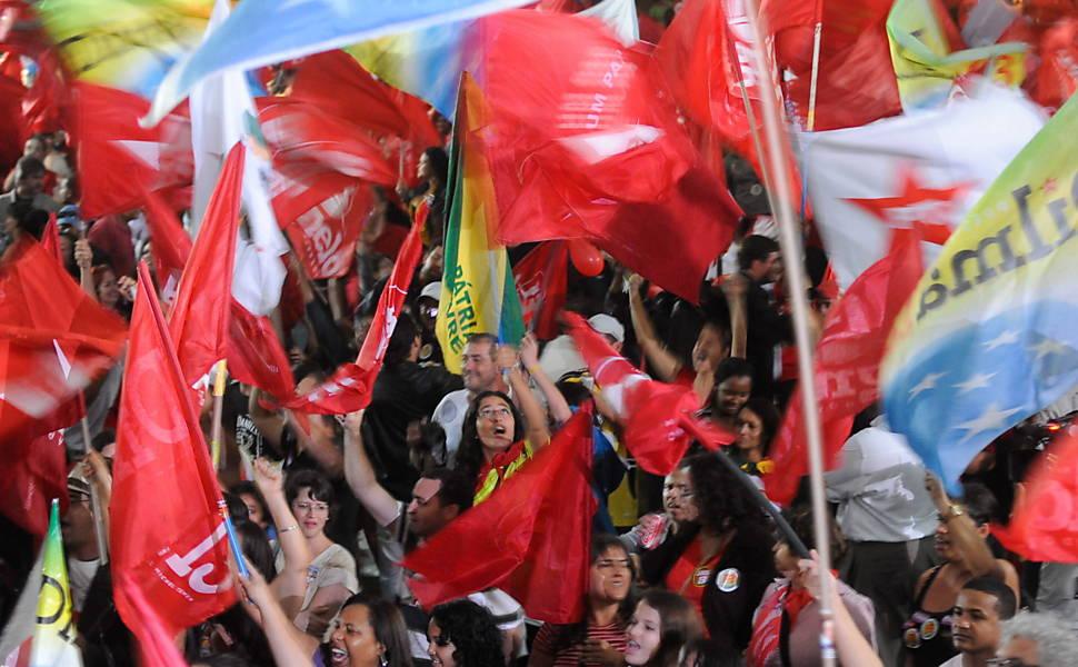 Dilma Rousseff é eleita a primeira mulher presidente do Brasil