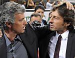 Leonardo, então como técnico do Milan, cumprimenta o técnico José Mourinho, da Inter de Milão <a href=