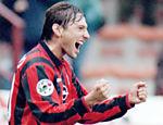 Leonardo comemora gol do Milan sobre o Brescia pelo Campeonato Italiano <a href=