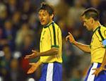 Leonardo discute com Dunga durante jogo contra Marrocos na Copa do Mundo de 1998, na França