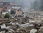 Pedras carregadas pelas chuvas ficam próximas de casas em Teresópolis Leia Mais