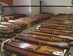 Escola de samba recebe caixões de vítimas de Nova Friburgo (RJ) Leia Mais
