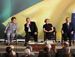 A presidente eleita, Dilma Rousseff, o presidente Luiz Inácio Lula da Silva, a primeira-dama, Marisa Leticia, e o presidente do Senado, José Sarney, durante cerimônia de balanço dos oito anos do governo Lula, no Palácio do Planalto