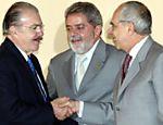 Senador José Sarney, o presidente Luiz Inácio Lula da Silva e o ministro Márcio Thomaz Bastos durante cerimônia de lancamento da campanha publicitaria para o desarmamento, no Palácio do Planalto, em 2004