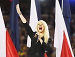 Christina Aguilera erra hino americano e pede desculpas <a href=