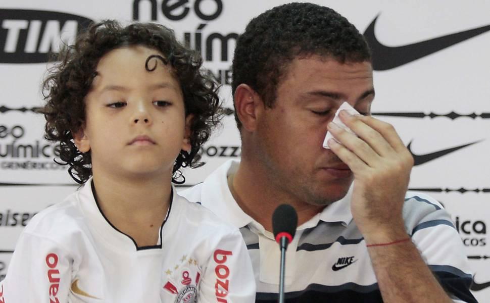 Ronaldo anuncia despedida dos gramados