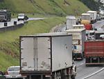 Trânsito intenso no km 366 da rodovia Régis Bittencourt, devido a obras na pista; confira a situação das estradas