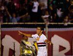 Sem cinco titulares, o São Paulo venceu o São Caetano por 2 a 0, no Anacleto Campanella; na foto, Jean comemora gol <a href=