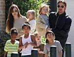 Angelina e Brad passeiam com os seis filhos por Nova Orleans <a href=