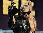 Lady Gaga diz que está perdendo cabelo por excesso de tintura <a href=