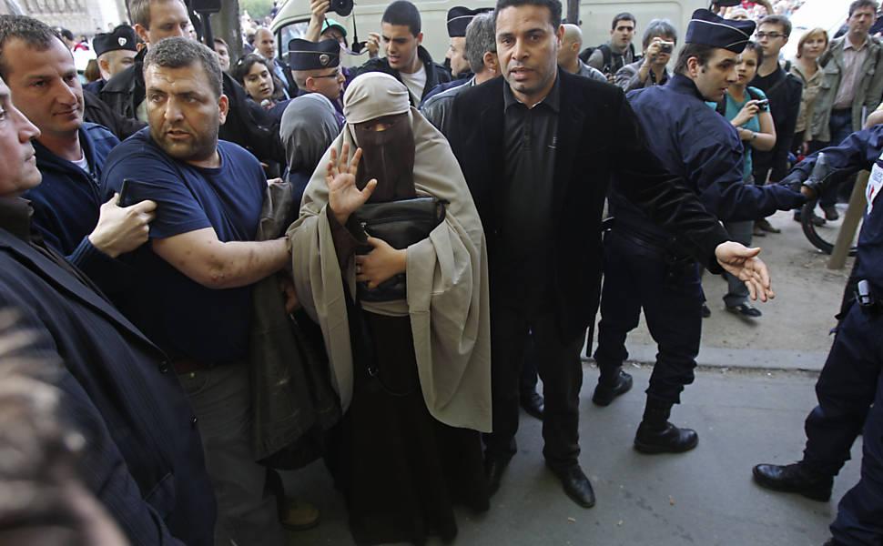 Protesto contra a proibição do uso do véu na França