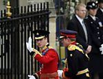 Os príncipes William e Harry chegam à abadia de Westminster <a href=