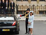 Carole Middleton, mãe de Kate Middleton chega à abadia de Westminster para o casamento real <a href=