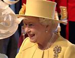 A rainha Elizabeth II chega à abadia de Westminster para o casamento de seu neto, o príncipe William <a href=