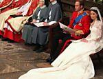 Kate Middleton e o príncipe William durante a cerimônia de casamento na abadia de Westminster <a href=