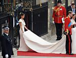 Príncipe William e Kate Middleton deixam abadia de Westminster acompanhada da irmã de Kate, Pippa Middleton <a href=