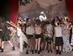 Performance, com temática de Noel Rosa, durante o desfile de Ronaldo Fraga na SPFW <a href=