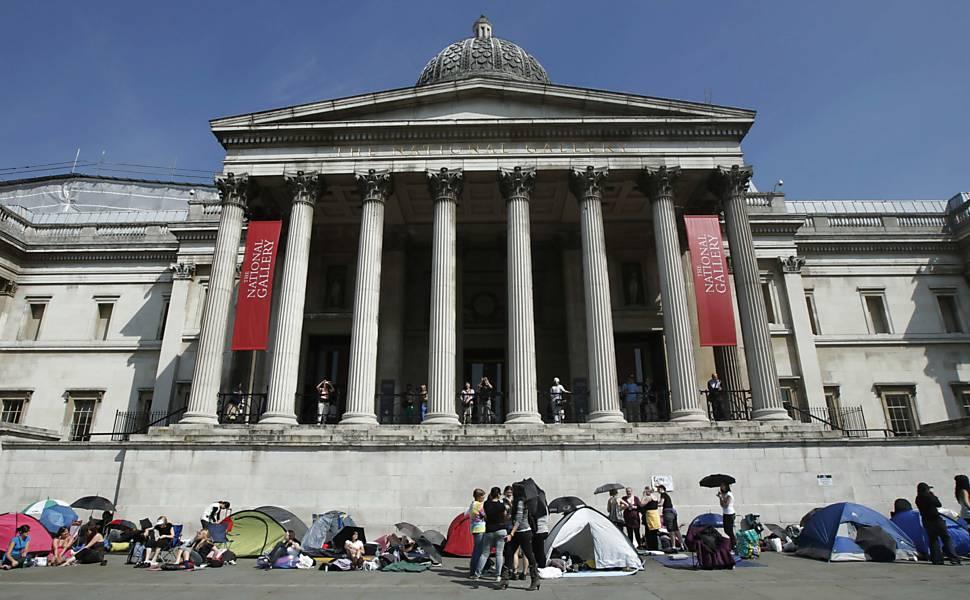 Fãs de Harry Potter acampam em Londres