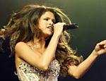 Selena Gomez canta durante o festival Wango Tango em Los Angeles (EUA)