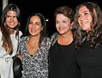 Com sua filha Antonia (esq.), Glória Pires abraça a presidente Dilma Rousseff e a cineasta Anna Muylaert, em Brasília