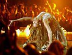 Beyoncé mostra flexibilidade durante sua participação no prêmio de música da MTV europeia em Edimburgo (Escócia)