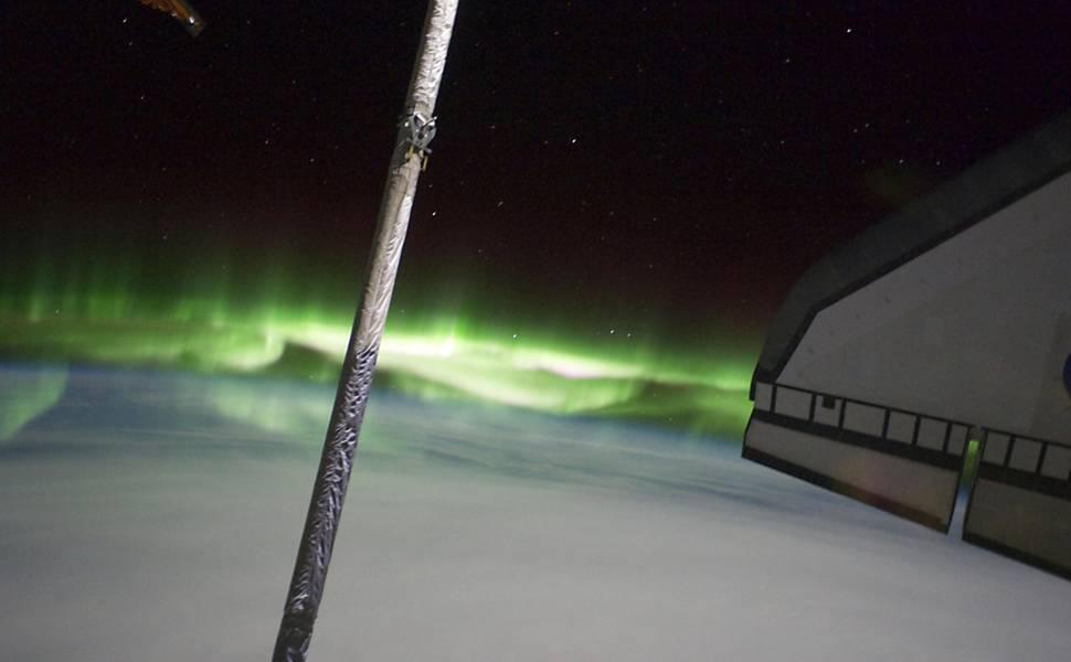 Câmera da Nasa registra aurora austral