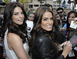 As atrizes Ashley Greene (esq.) e Nikki Reed surpreendem os fãs ao aparecem mais cedo na Comic-Con, em an Diego