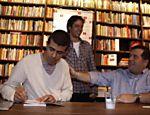 Na Livraria da Travessa, em Ipanema, Leandro Hassum vai ao lançamento de livro do amigo Marcius Melhem, intitulado