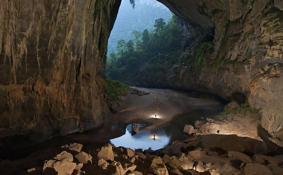 Fotógrafo registra caverna 'sem fim' no Vietnã